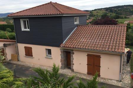 Chambre cosy - Vieille-Brioude - House