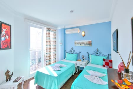 WhiteHouse Pansiyon, two single Beds,with Seaview,