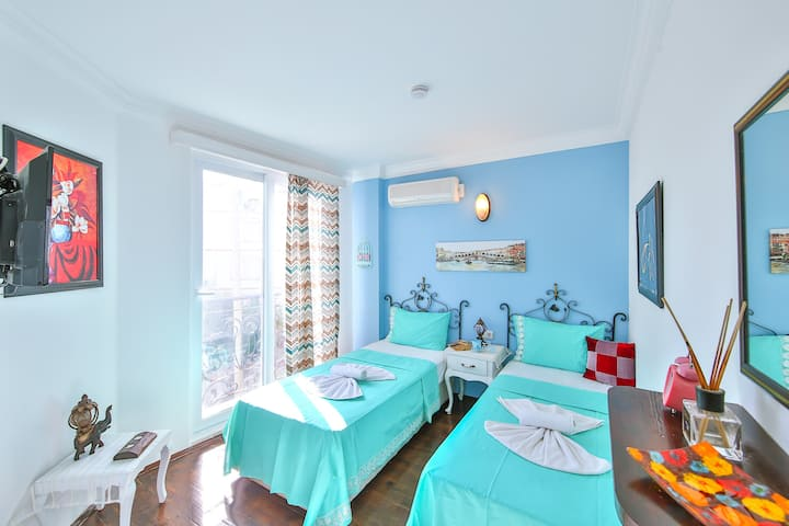 202. WhiteHouse Pansiyon, single Beds,with Seaview
