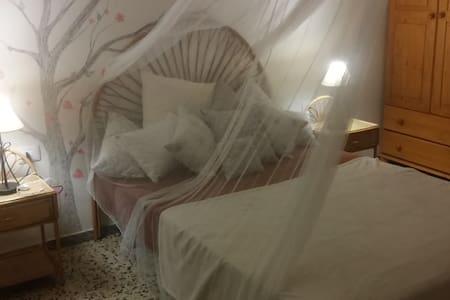 Large confortable Room - Los Abrigos - Bed & Breakfast