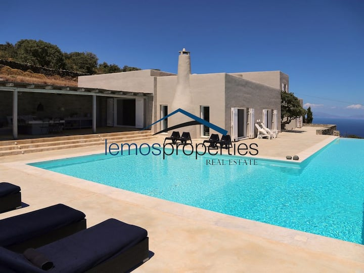 Luxurious villa with a large swimming pool
