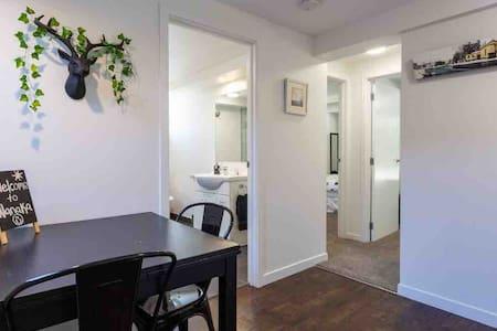Spacious Modern Private Wanaka Apartment