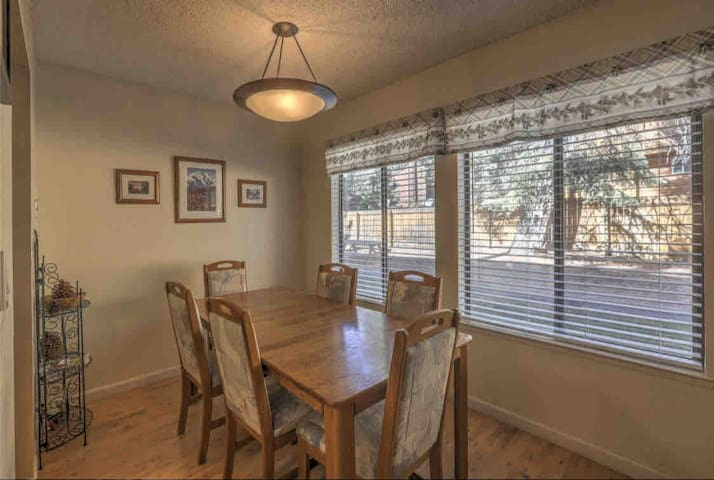 Lake Tahoe cozy Condo! New ownership gr8 location