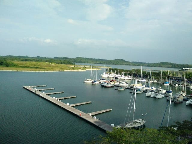Exclusive Waterfront Apt @ Somerset P.H. by TLC