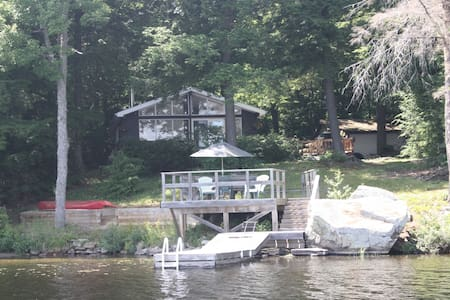 Hemlock Cottage in Muskoka on Pine Lake Bracebridg