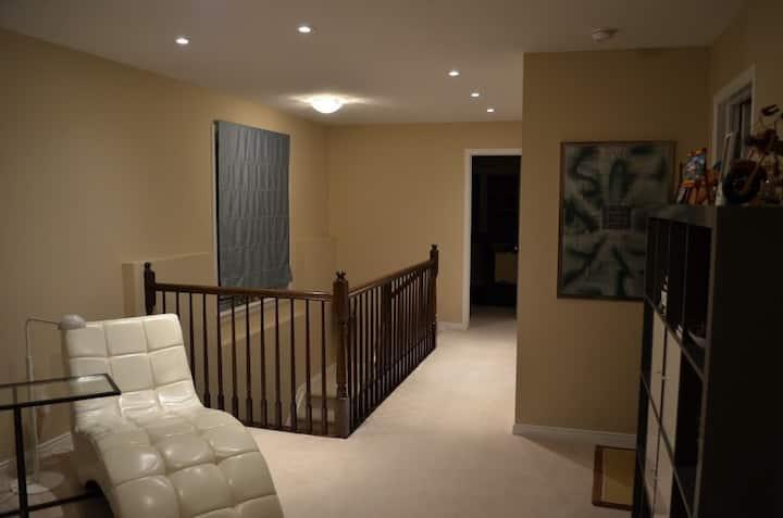 Spacious, beautiful & comfortable room in Ottawa W