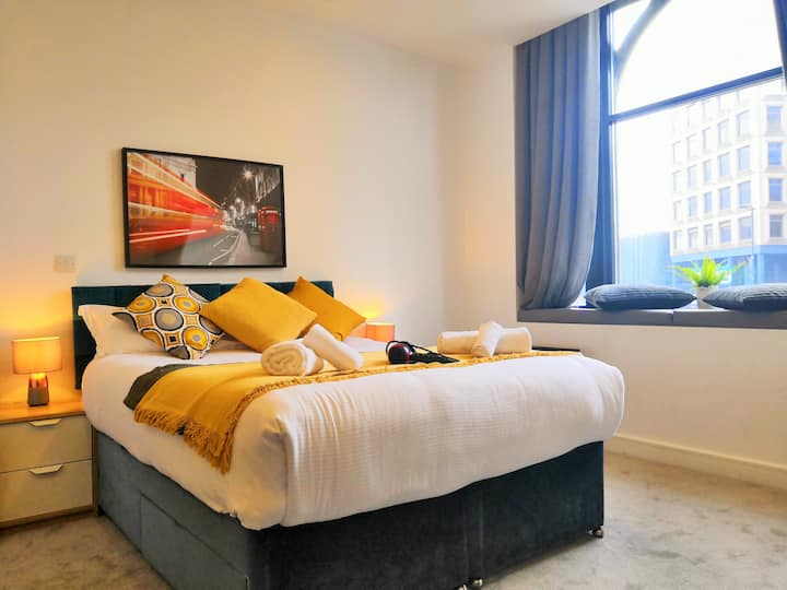Modern Horse Fair Apartments in City Centre by HF Group