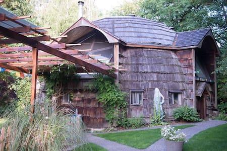 DOMICILE FARM   Woodinville Geodesic Dome House