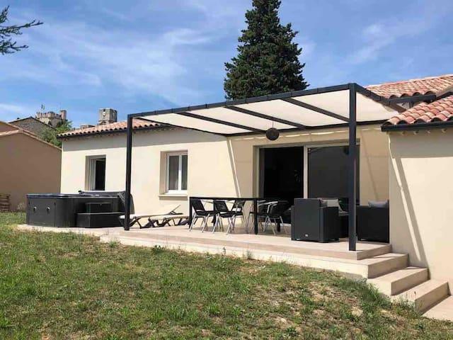 Maison de 2018, jardin terrasse & jacuzzi 6 places