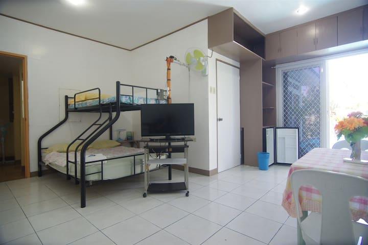 apartment, 38 m2,  USD 28 or 1400 pesos per night.