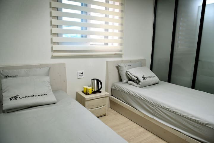 순천 24guesthouse INHOTEL TWIN ROOM - Yeokjeongwangjang 3-gil, Suncheon-si