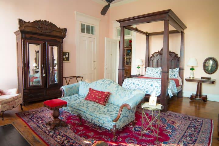 Antebellum Mansion- the Matriarch Suite @ Belmont