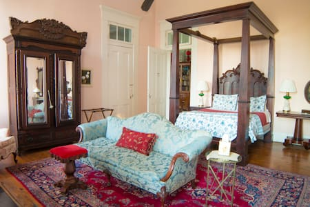 The Matriarch Suite @ Belmont Plantation