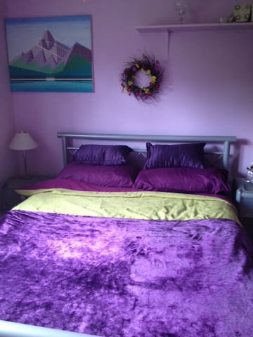 Lovely dble bed with adjac bathrm - Halland - Bed & Breakfast