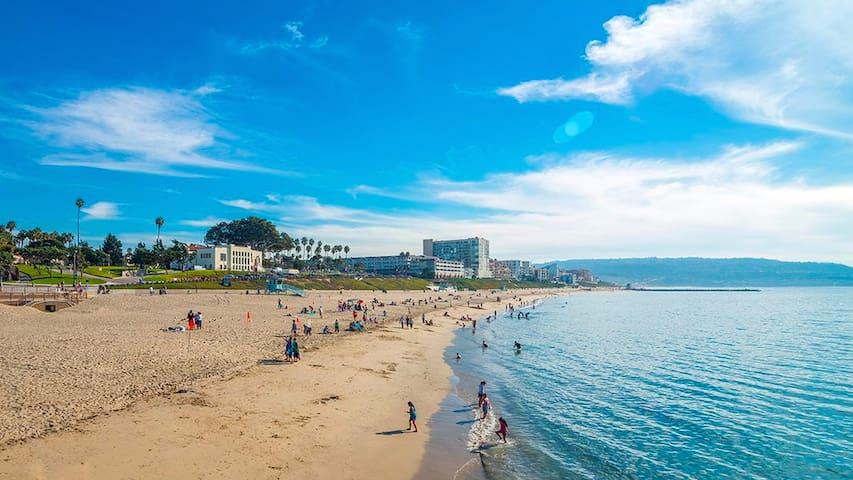 Penthouse - hear ocean waves & unobstructed views - Redondo Beach - Apto. en complejo residencial