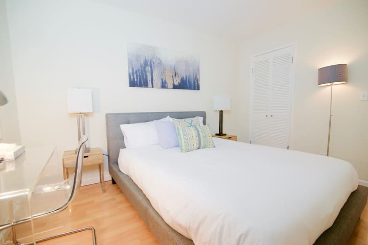 Very Nicely appointed 1 bedroom - Redwood City - Flat