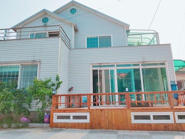 [솔솔 민박] 바다가 보이는 2층 집