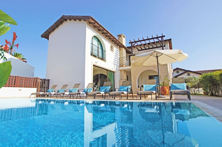 Agnes-4bed luxury large villa
