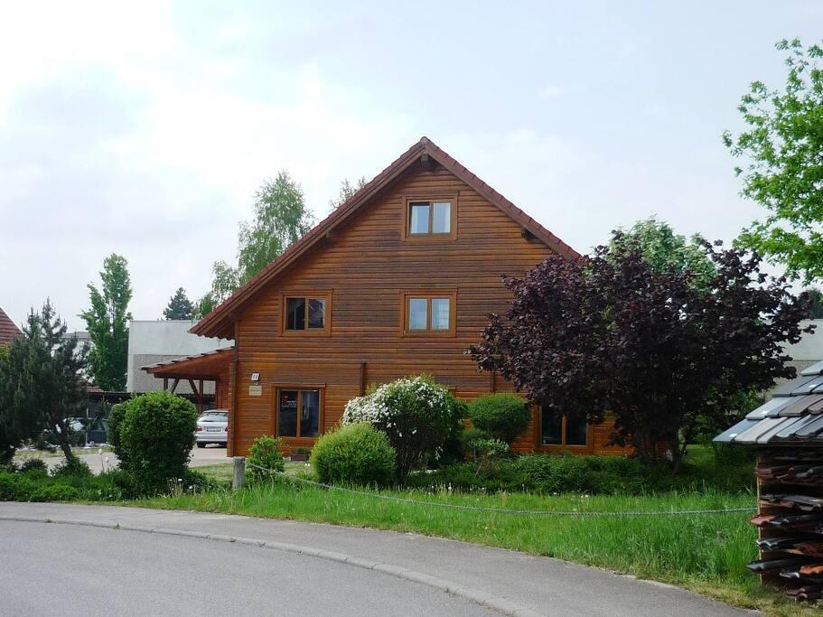 Holzblockhaus, Wohnung im EG