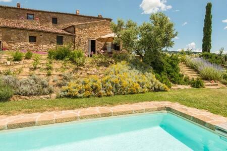 7 brdm, Quintessential Country Home - Siena