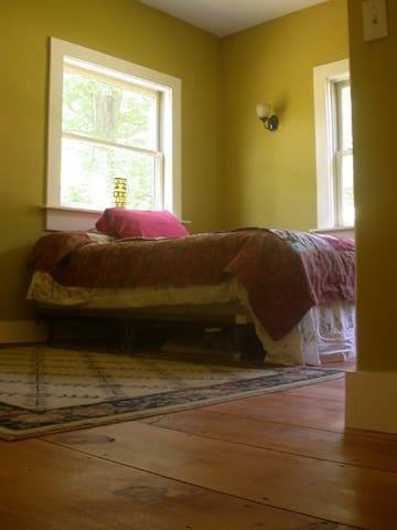 Ski Vermont: Vaughn's Room - Jamaica - Haus