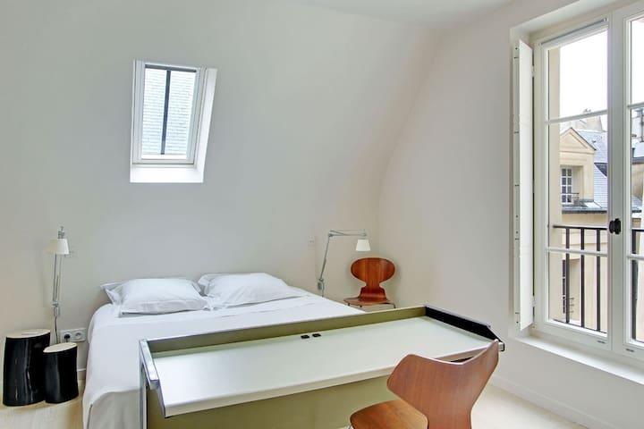 Quiet room in the Marais - París - Bed & Breakfast