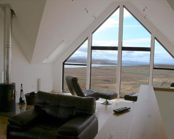 5 star Locholly Luxury Cottage with Hot Tub - Achiltibuie
