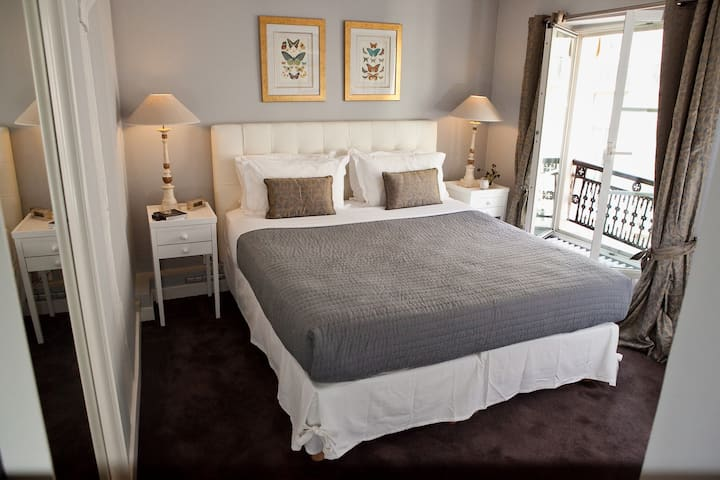 Luxury One BR in Saint Germain with AC