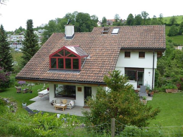Im Grünen nage des Zentrum - Sankt Gallen - House