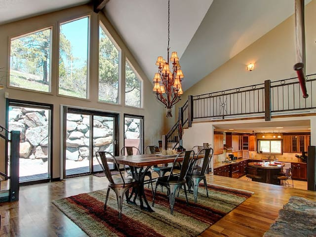 Large Mountain Home, Denver, Boulder, SKI, HOT TUB