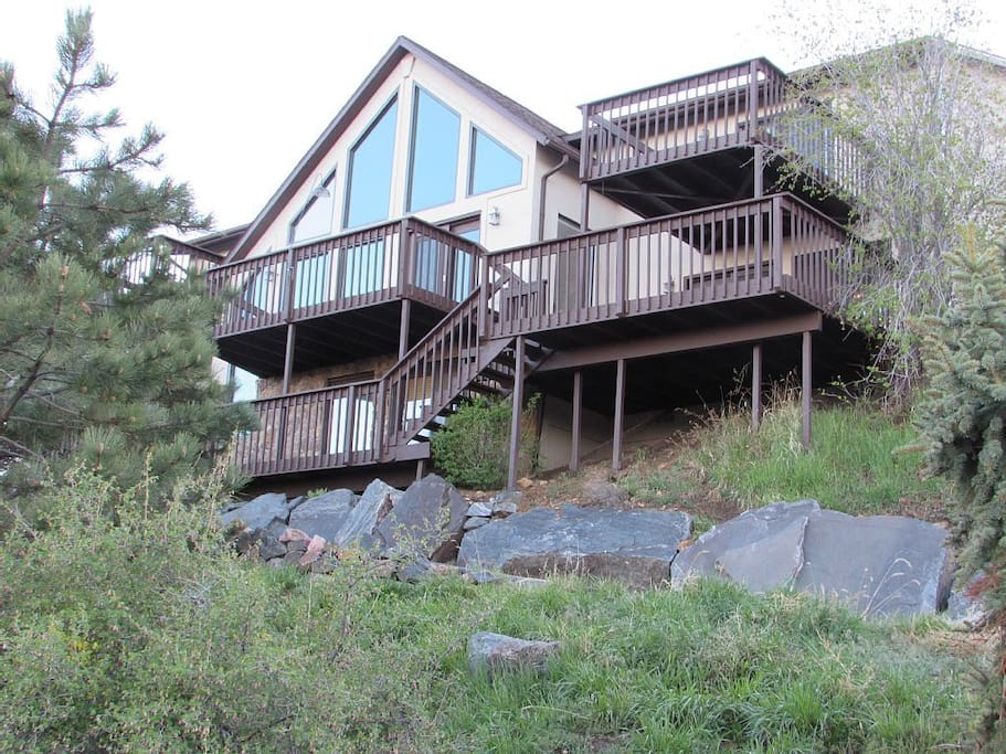 6 large decks with mountain view totaling over 1800 sqft