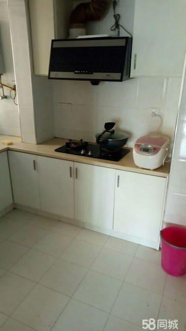 厨房可以做饭,做饭的餐具都是可以使用