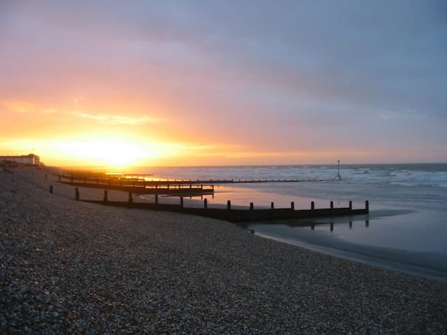 Bracklesham Bungalow by the Beach!
