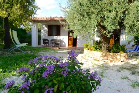 Cottage with big above-ground swimming pool - Lido di Noto - Hus