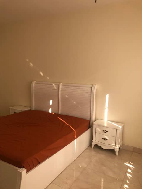 Rooms For Rent In Jumirah 2 / villa