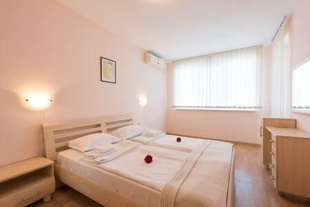 Спальная комната/Bedroom