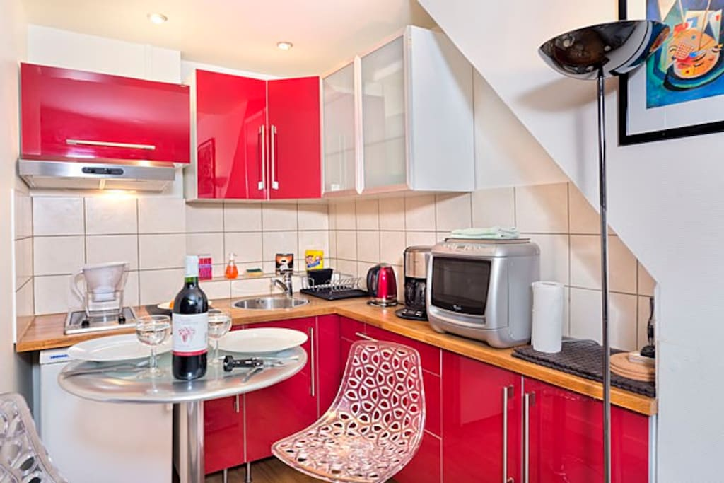 Contemporary kitchen with table for 2!
