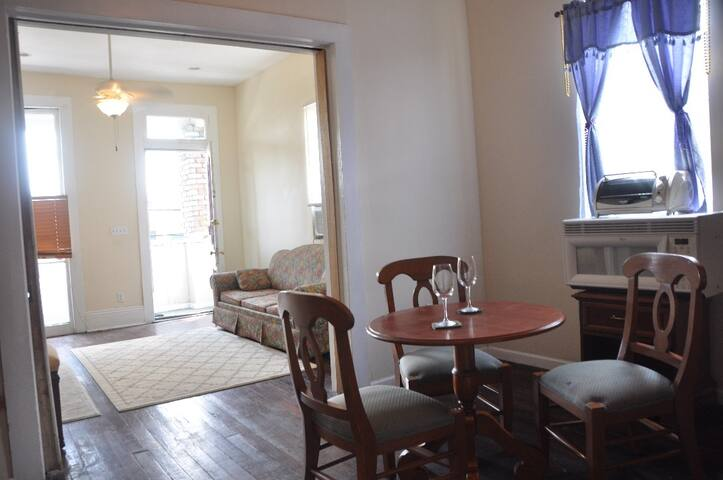 Huge Heart of Mid-City Space! - New Orleans - Apartment