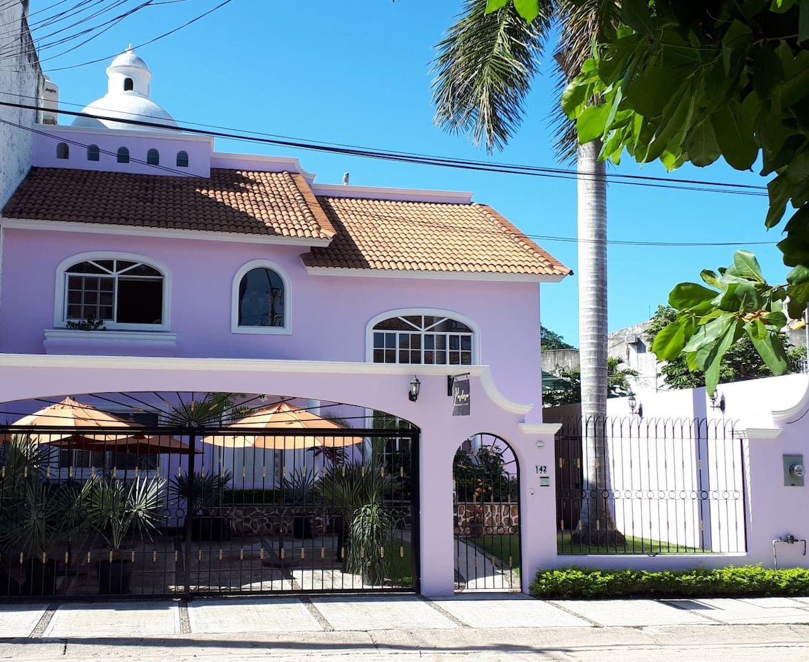 """""""Mi casa es tu casa"""" as they say in Mexico. Welcome to Casa Pavlova! You are sure to enjoy the relaxed atmosphere here in this very central located home.  We want you to feel welcome!  Book now....."""