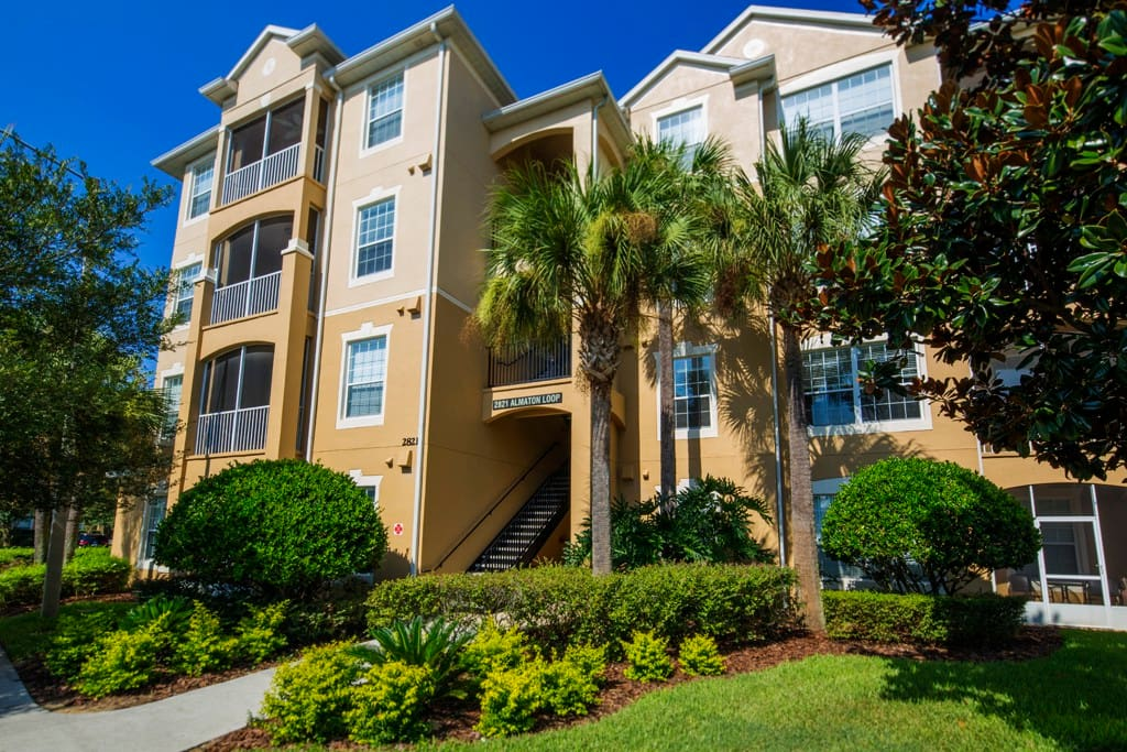 This 3 bedroom Windsor Hills condo sleeps 8 people, includes resort facilities and is less than 2 miles from Walt Disney World® Resort!