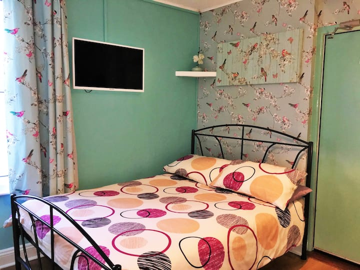 #7 Portrush Holiday Hostel - 3 bed Family Room