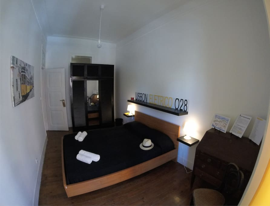 Double bedroom with a balcony Room3