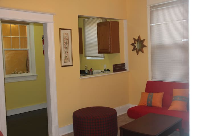 Beautiful Home w/3 bedrooms& 4 beds - Washington - Apartment