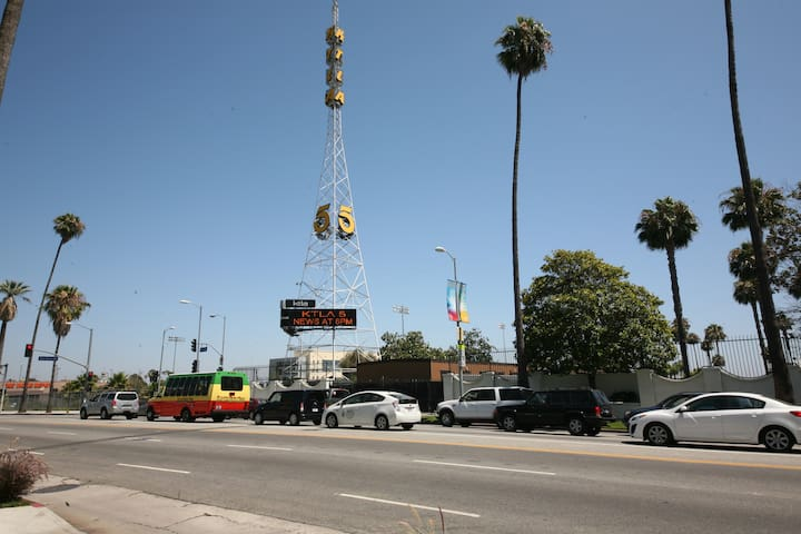 Stylish Hollywood Loft with Views!
