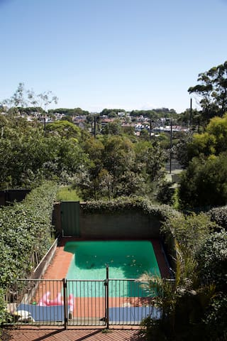 Perfectly Located Edgecliff Home