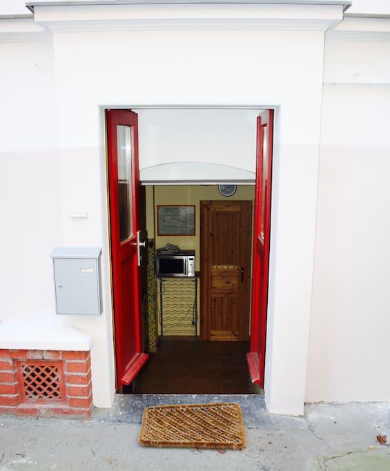 Eingang Souterrain-Wohnung