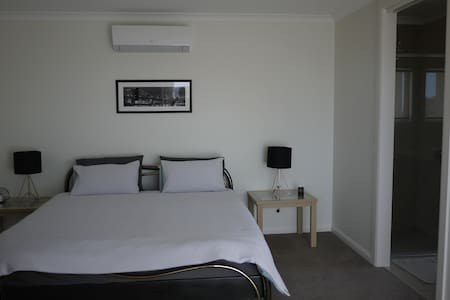 New comfortable self-contained unit in Highton - Highton - Pis