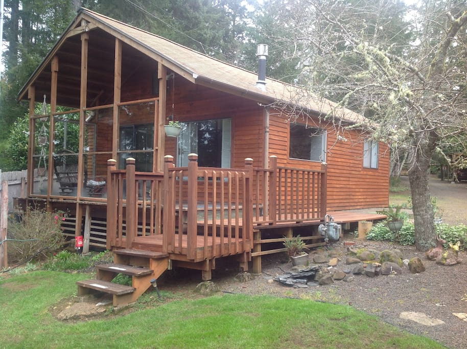 Cabin on a 680 acre lake cabins for rent in otis oregon for Cabins near portland oregon