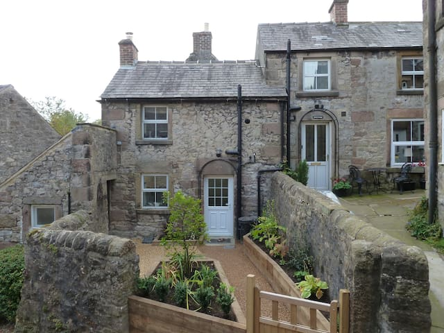 Quirky Detached Cottage on 4 Levels - Winster - Hus