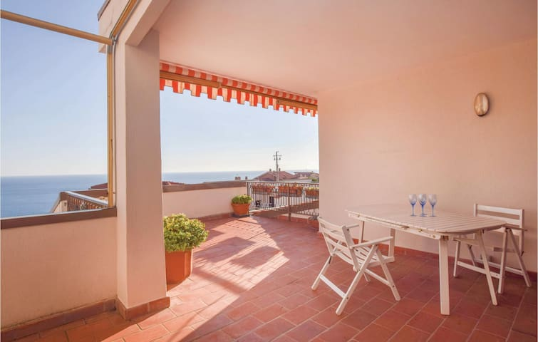 Holiday apartment with 1 bedroom on 65m² in Ospedaletti IM